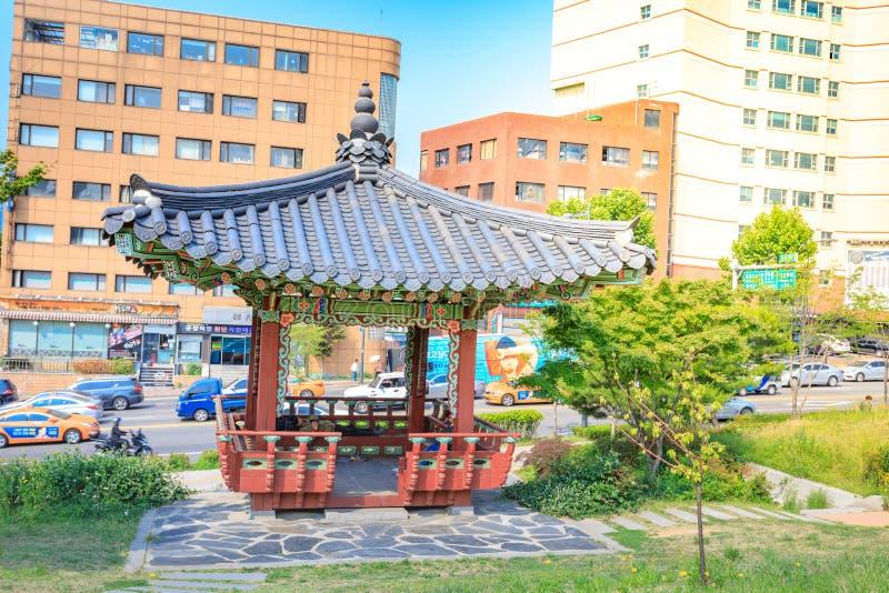 Het Park van Dongdaemunseonggwak in Dongdaemun-district op Jun 18, 2017 stock foto