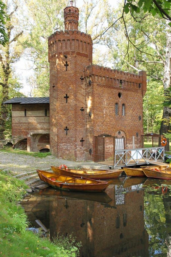 Het Park van Wilanow. De Toren van de baksteen. Warshau. Polen. royalty-vrije stock afbeeldingen