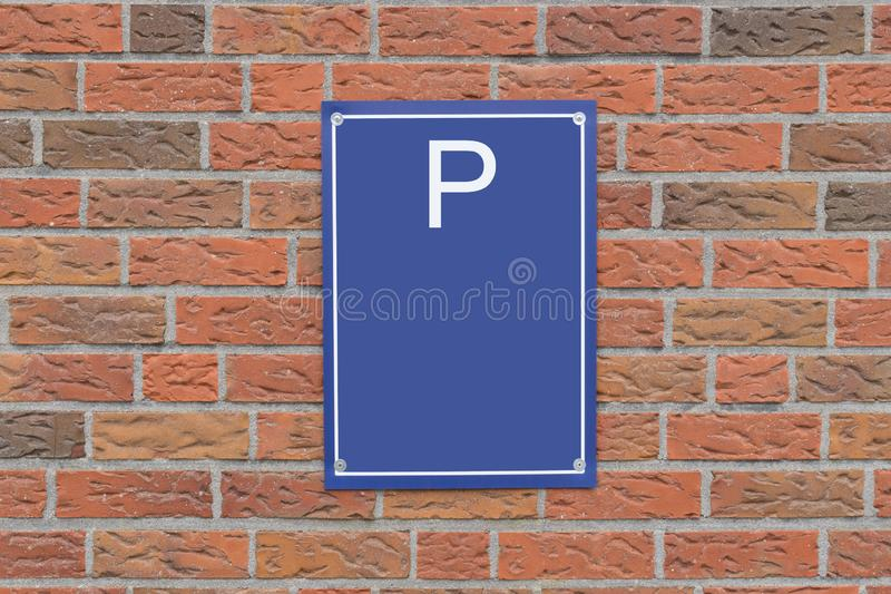 Het parkeren Teken en Bakstenen muur Vrije ruimte royalty-vrije illustratie
