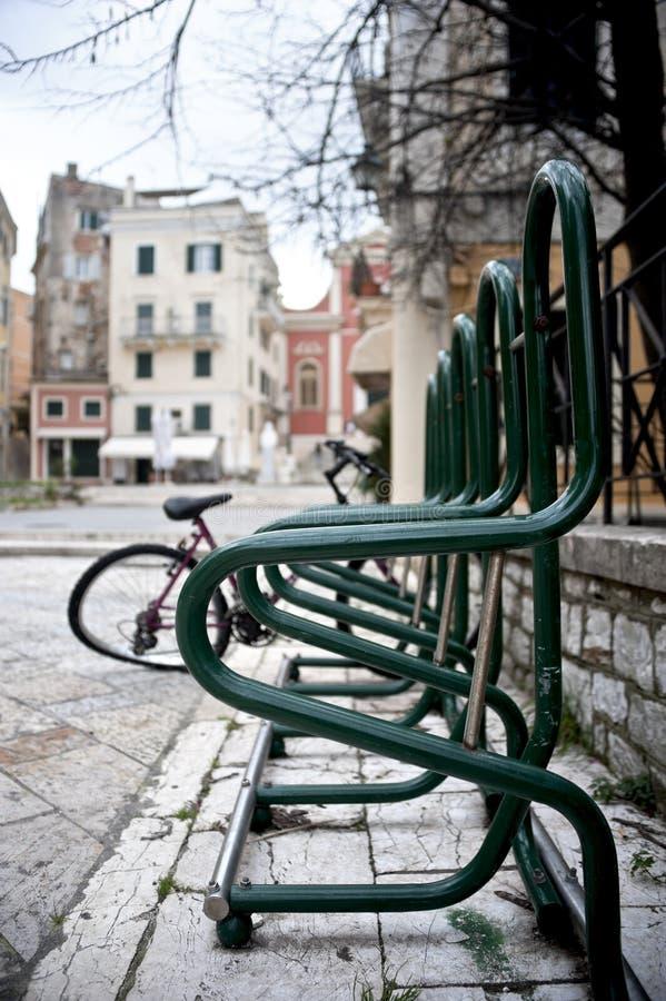 Download Het parkeren van de fiets. stock foto. Afbeelding bestaande uit veilig - 29509022