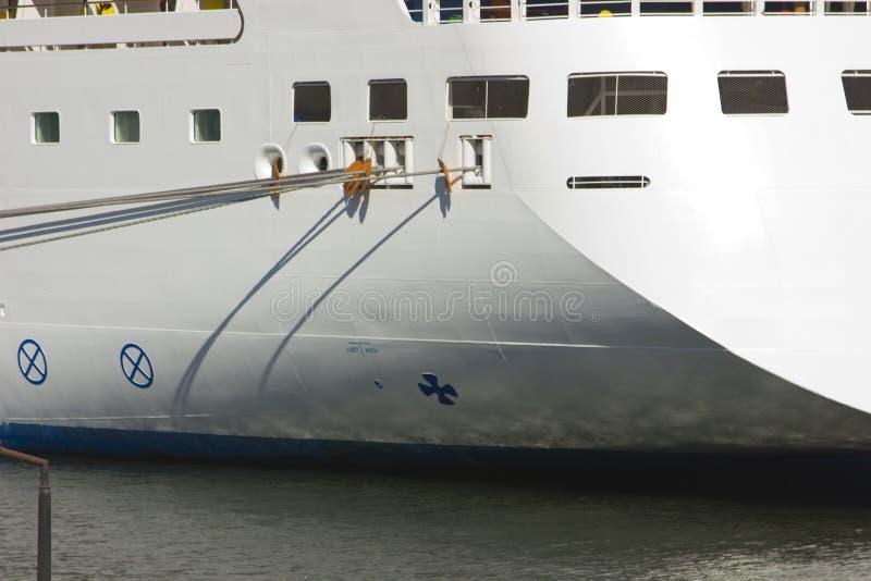 Het parkeren van het schip bij de ligplaats royalty-vrije stock afbeelding