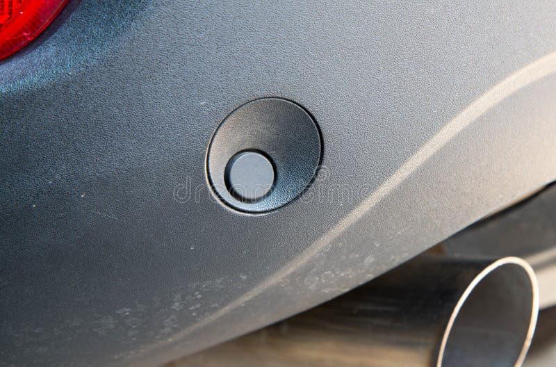 Het parkerensensor van de luxeauto op achterbumper stock foto