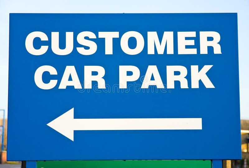 Het parkerenteken van de auto voor klanten. royalty-vrije stock afbeeldingen