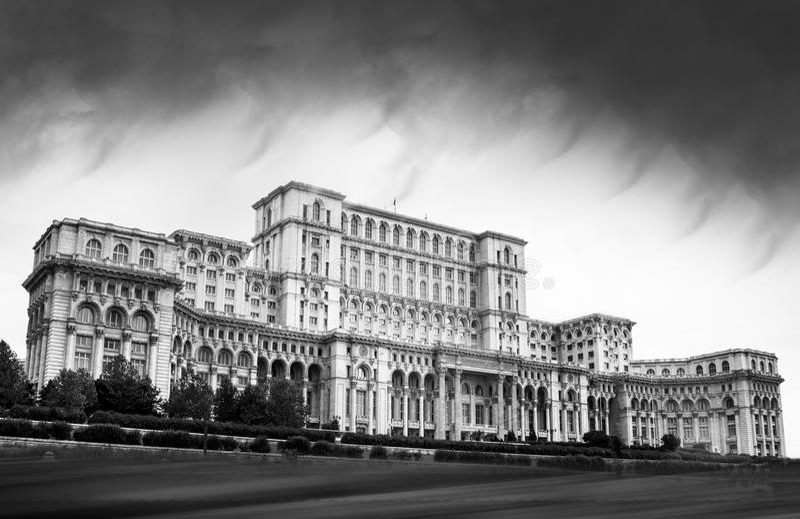 Het Parlement Paleis Boekarest zwart-wit Roemenië stock afbeelding