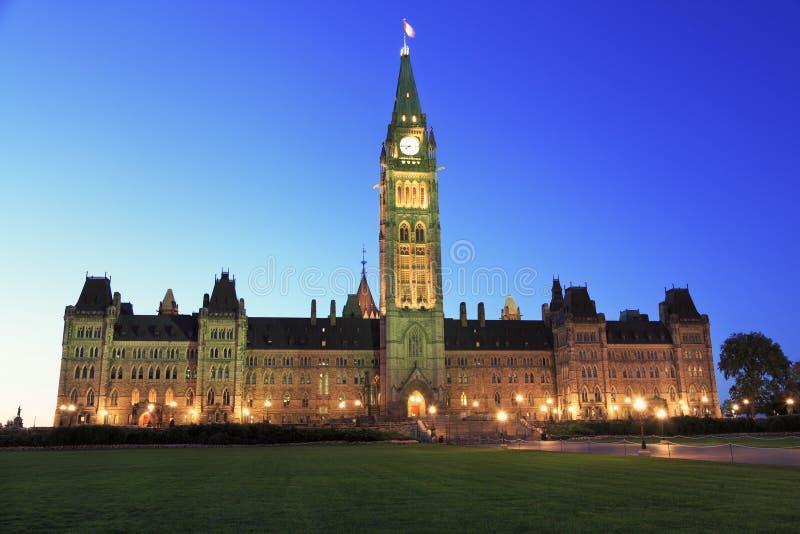 Het Parlement van Canada bij schemer, Ottawa royalty-vrije stock afbeeldingen