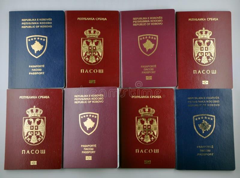 Het paspoort van Kosovo Servië stock afbeeldingen