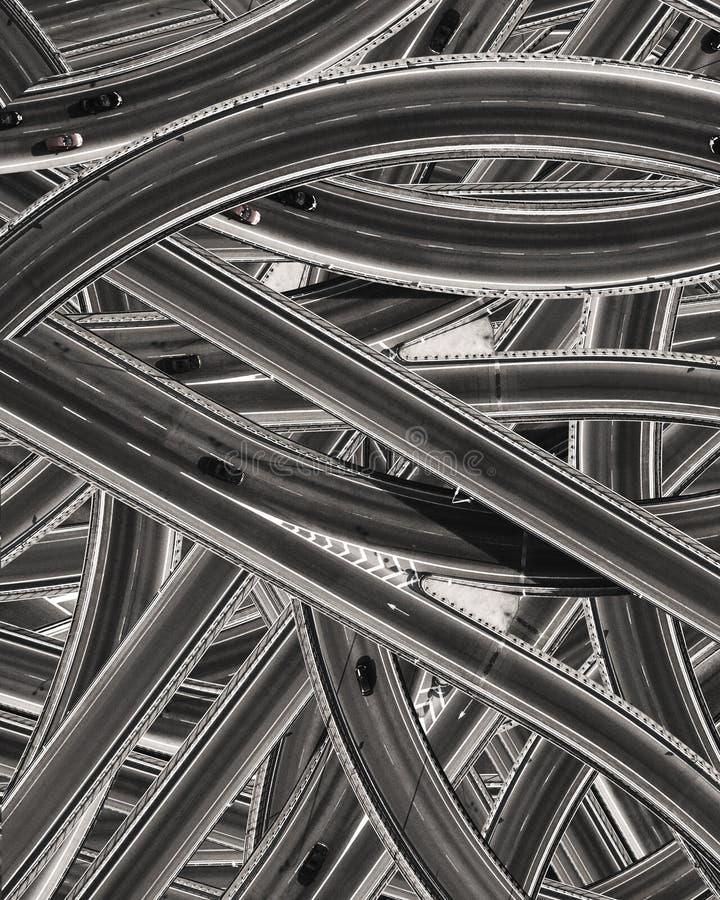 Het patroon van de vele wegen met auto's stock foto's