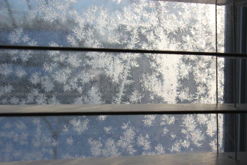 Het patroon van de vorst op de wintervenster royalty-vrije stock foto's