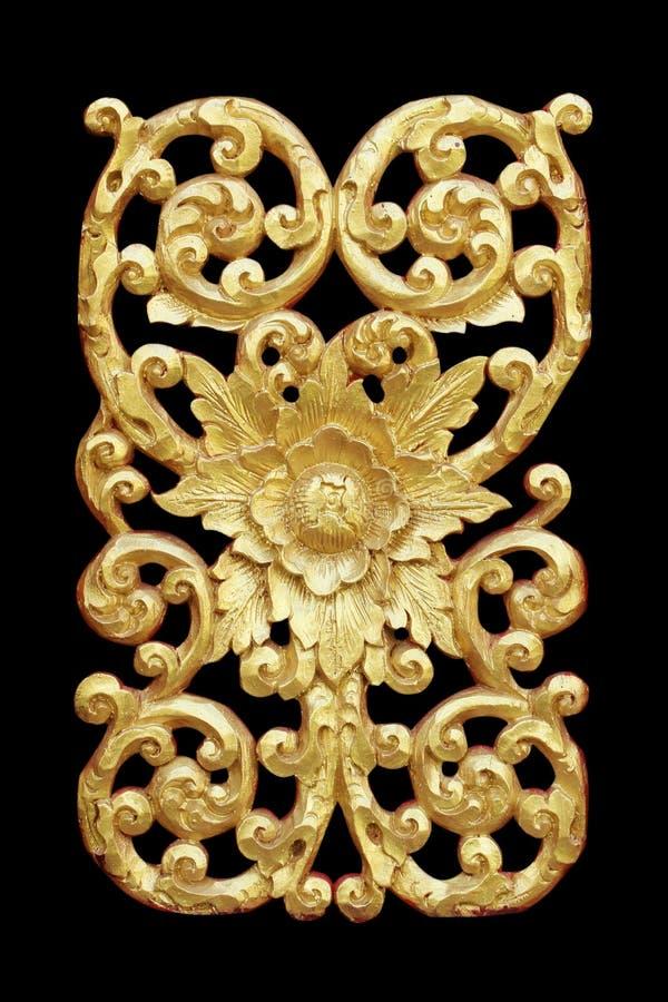 Het patroon van hout snijdt gouden verf voor decoratie op zwarte stock foto