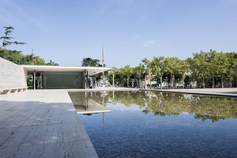 Het Paviljoen en het Water van Barcelona royalty-vrije stock afbeelding