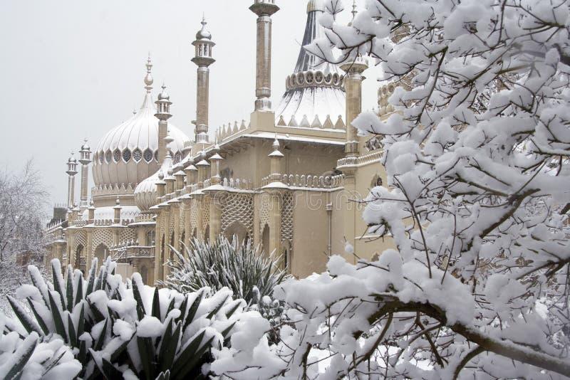 Het Paviljoen van Brighton in de sneeuw royalty-vrije stock foto's
