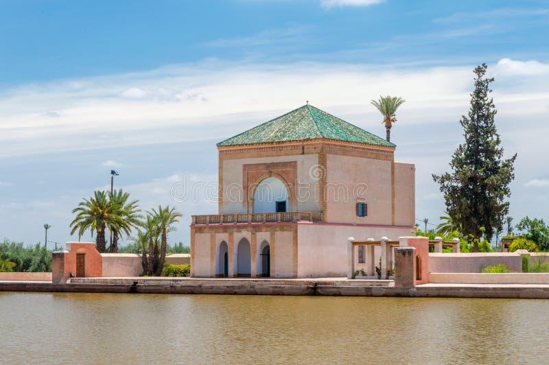 Het paviljoen van de Menaratuin in Marrakech, Marokko stock fotografie