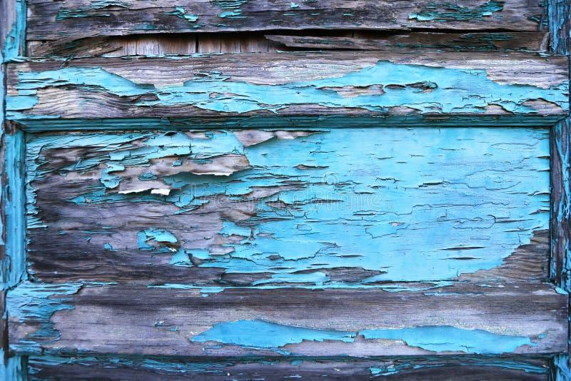 Het pellen van blauwe verf op oude houten deur Achtergrond textuur stock fotografie