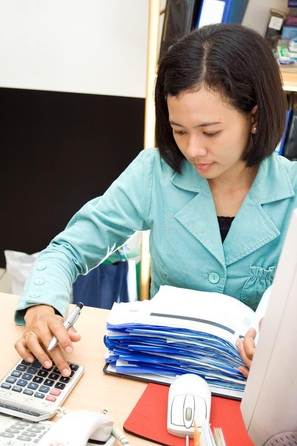 Het personeel van de boekhouding op het werk royalty-vrije stock fotografie