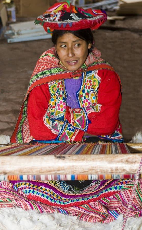 Het Peruviaanse vrouw weven royalty-vrije stock afbeeldingen