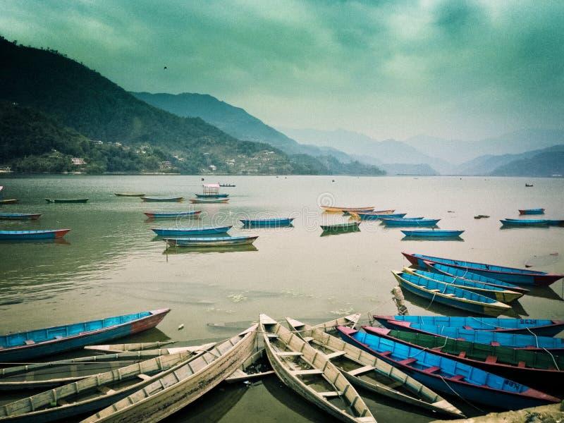 Het Phewameer, Phewa Tal of Fewa-het Meer zijn een zoetwatermeer in Nepal royalty-vrije stock foto's