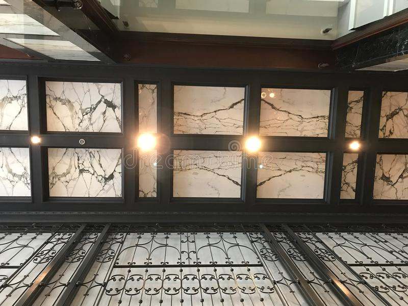 Het plafond en de muren van het Afhankelijkheidsgebouw royalty-vrije stock afbeelding