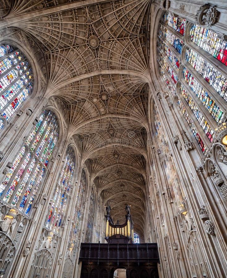 Het plafond van de binnenkant van het College van King's College in Cambridge, Engeland stock foto's