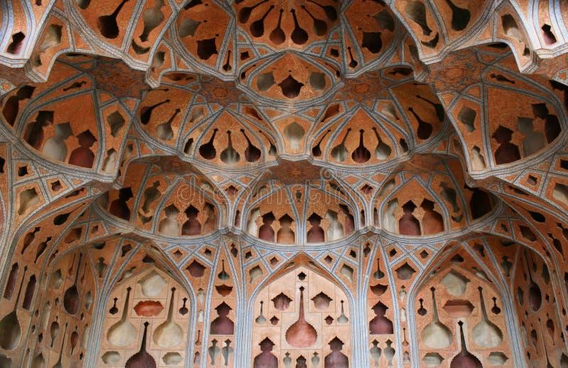 Het plafond van de koepel bij Paleis in Isphahan, Iran stock afbeeldingen