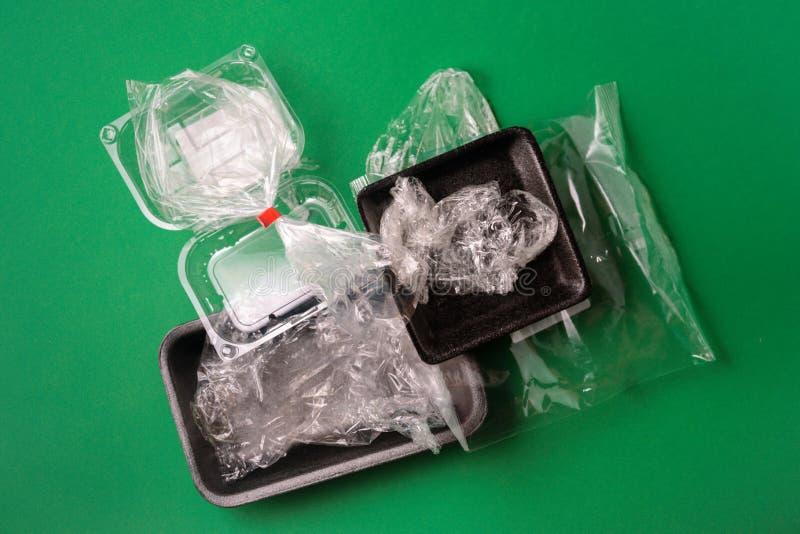 Het plastiek gebruikte beschikbaar voedselpakket stock afbeeldingen
