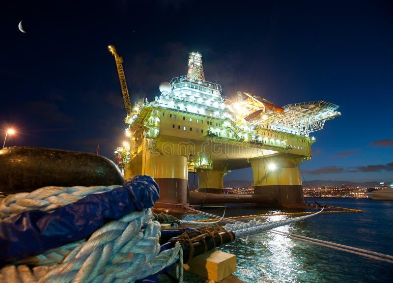 Het platform van de olie stock fotografie