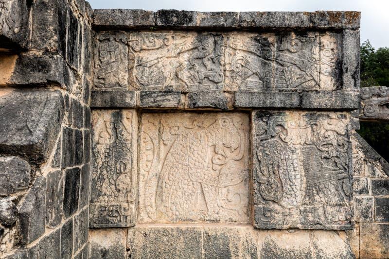 Het Platform van Eagles en Jaguaren in het Grote Plein in Chichen stock foto's
