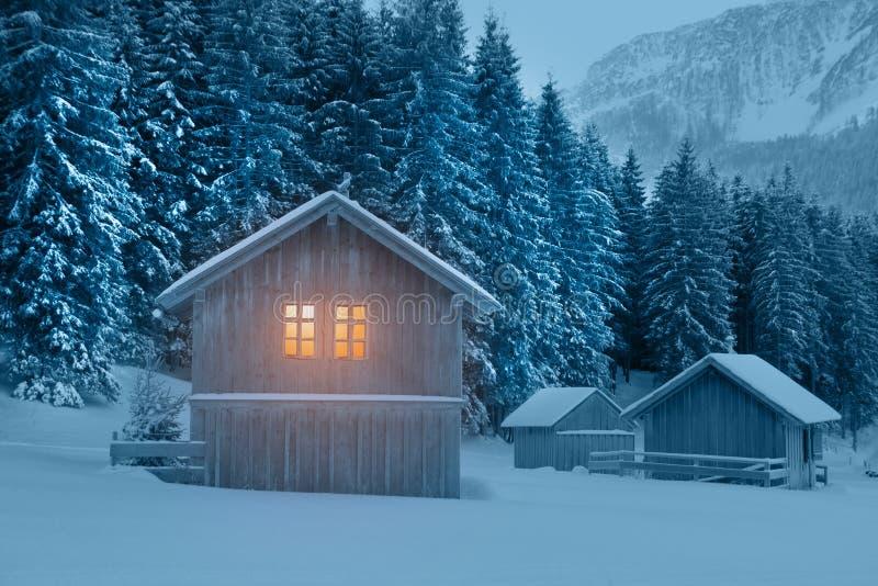 Het plattelandshuisje van Fairytale stock afbeelding