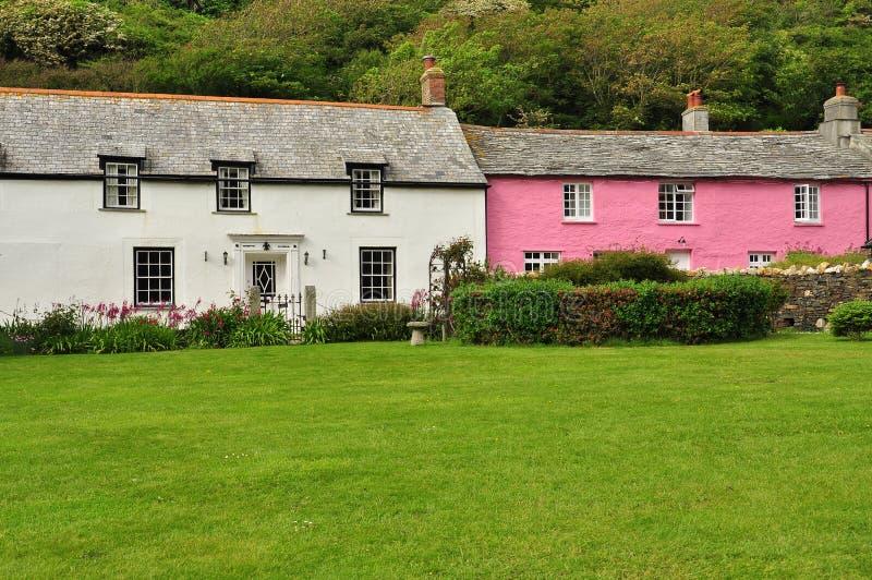Het plattelandshuisje van het Boscastledorp, Cornwall, Engeland, het UK stock foto's
