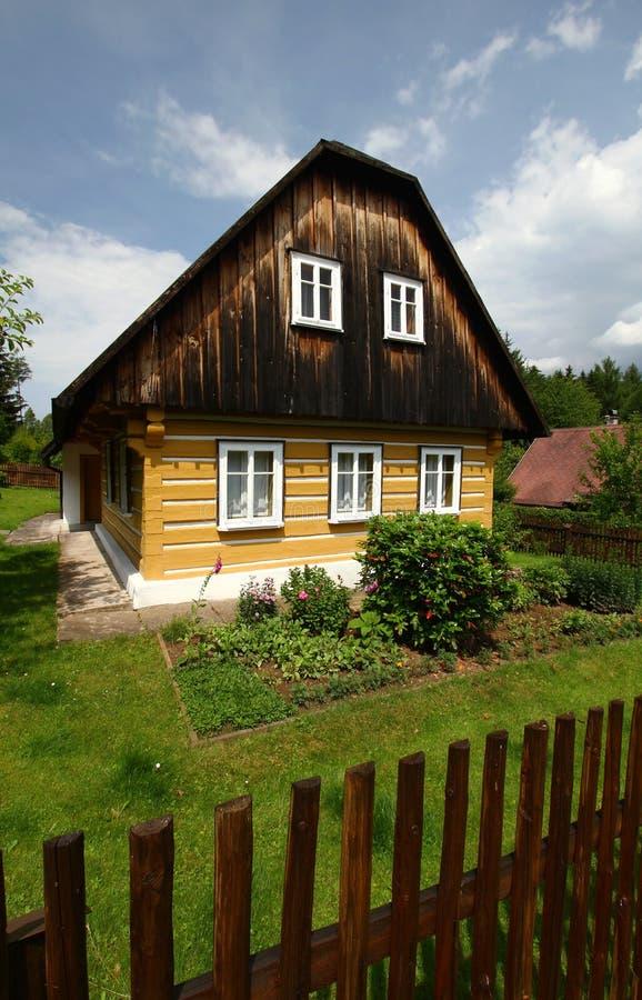 Het plattelandshuisje van Nice stock afbeelding