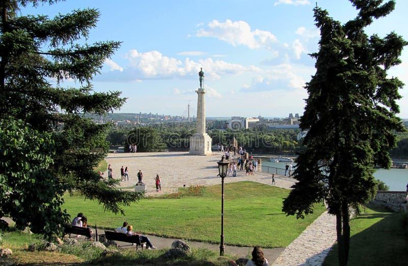Het Pobednik-monument en de vesting Kalemegdan in Belgrado royalty-vrije stock afbeeldingen