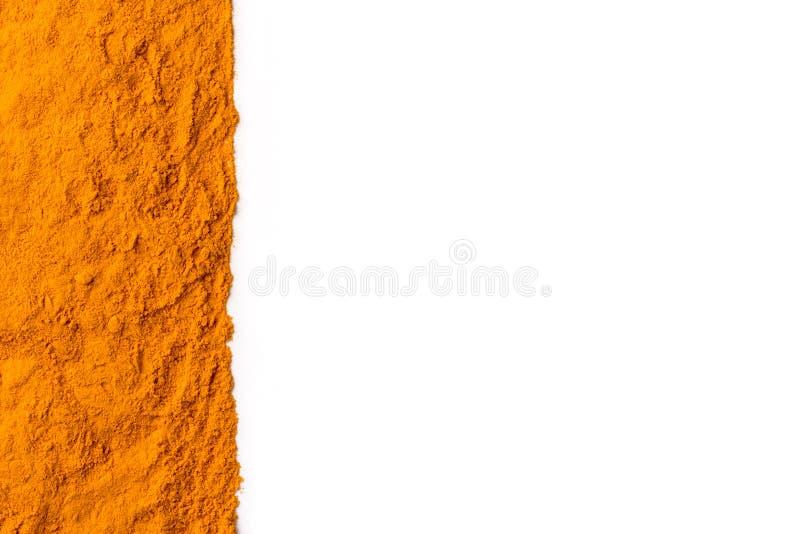 Het poeder van de kurkumagrond op witte achtergrond wordt geïsoleerd die stock afbeelding