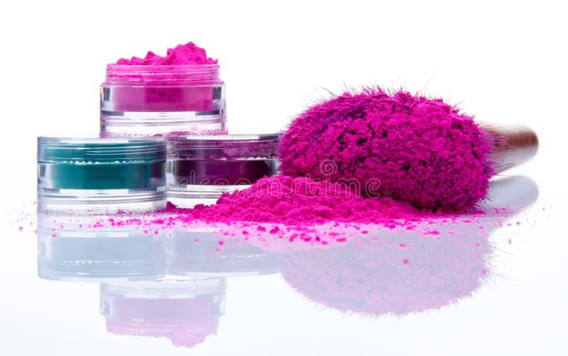 Het poeder van de make-up van verschillende kleuren stock fotografie