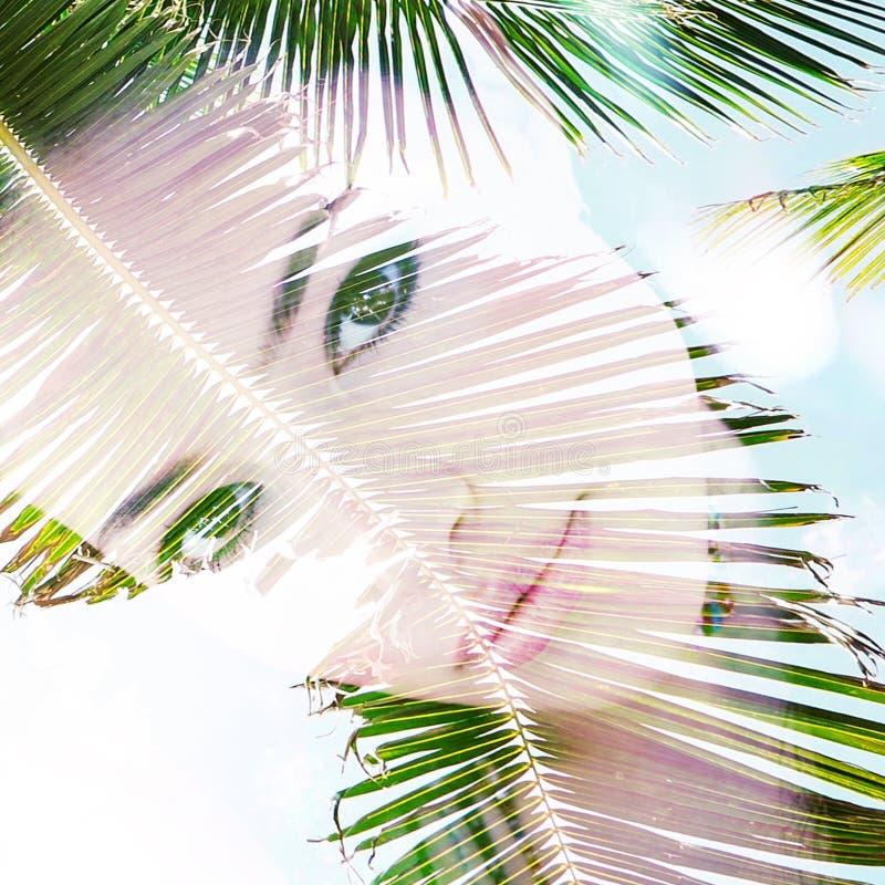Het portret dubbele blootstelling van het de zomermeisje stock afbeeldingen
