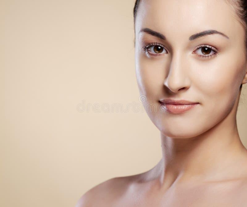 Het portret jonge vrouw van de close-up royalty-vrije stock afbeelding