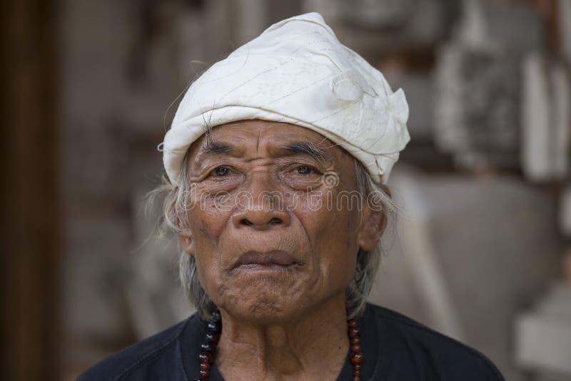 Het portret Ketut Liyer, traditionele genezer, die in de film meespeelde eet bidt Liefde met Julia Roberts Ubud, Bali, Indonesië stock afbeelding