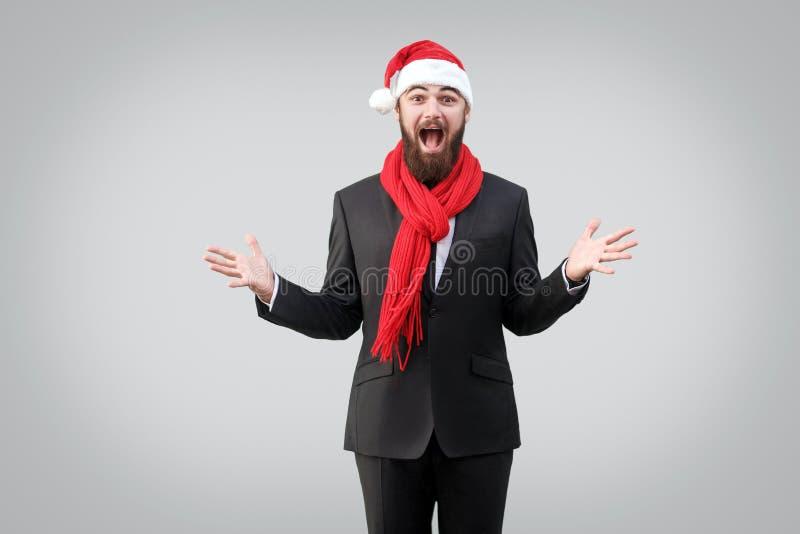 Het portret van berded knappe ma in klassiek zwart kostuum, rode sjaal stock afbeeldingen