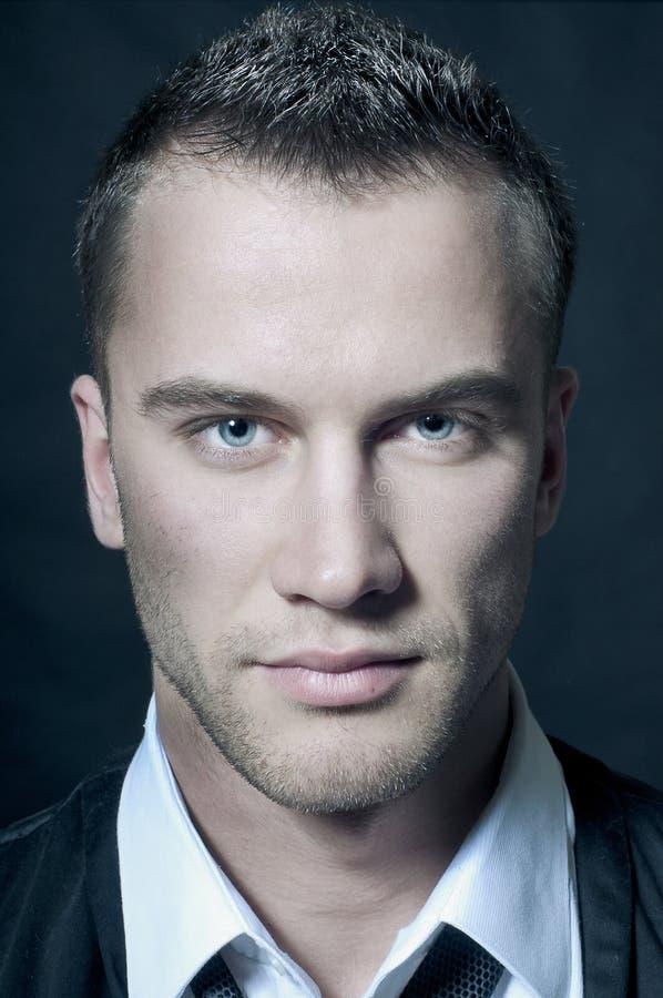 Het portret van de close-up van de jonge knappe mens royalty-vrije stock foto