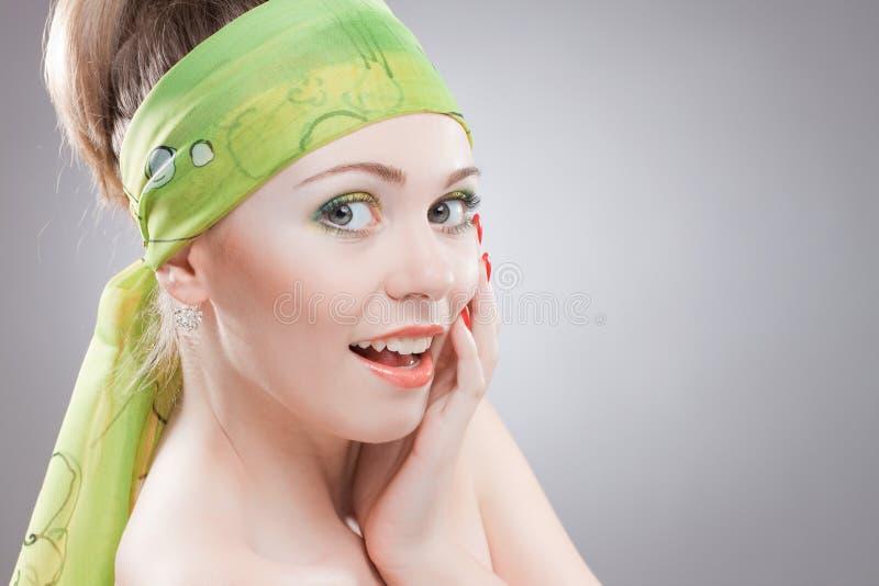 Het portret van de close-up van gelukkige jonge vrouw stock afbeelding