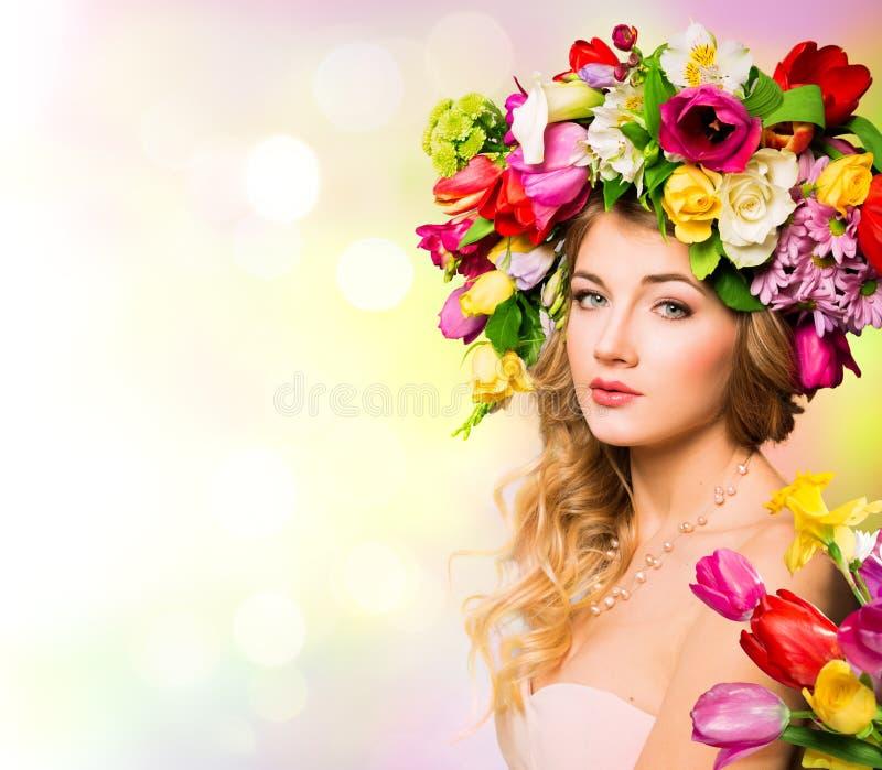 Het portret van de de lentevrouw stock afbeeldingen