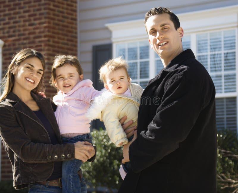 Het portret van de familie. stock afbeeldingen