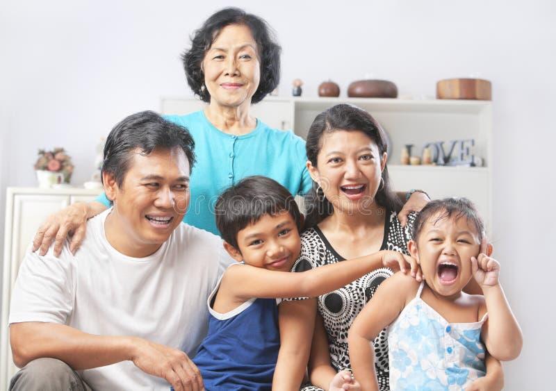 Het portret van de familie met grootmoeder stock foto's