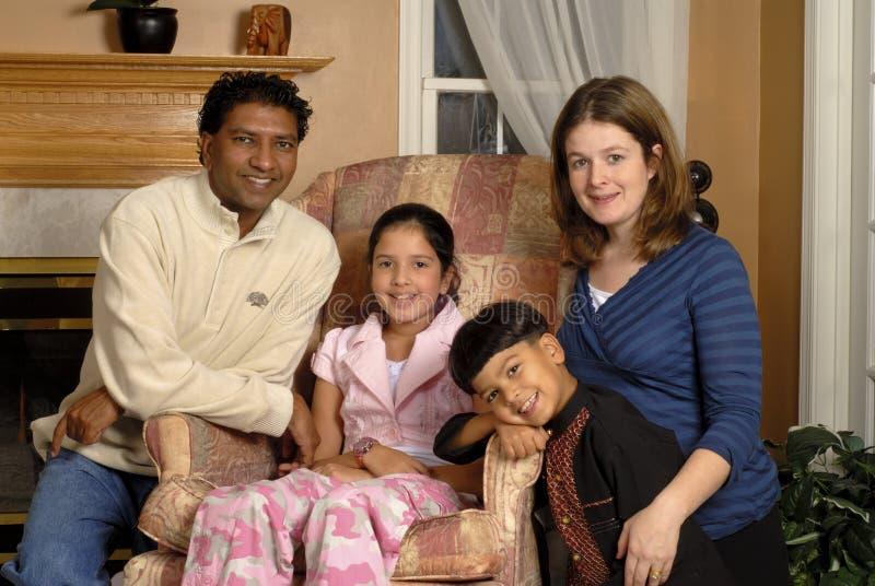 Het Portret van de Familie van Biracial