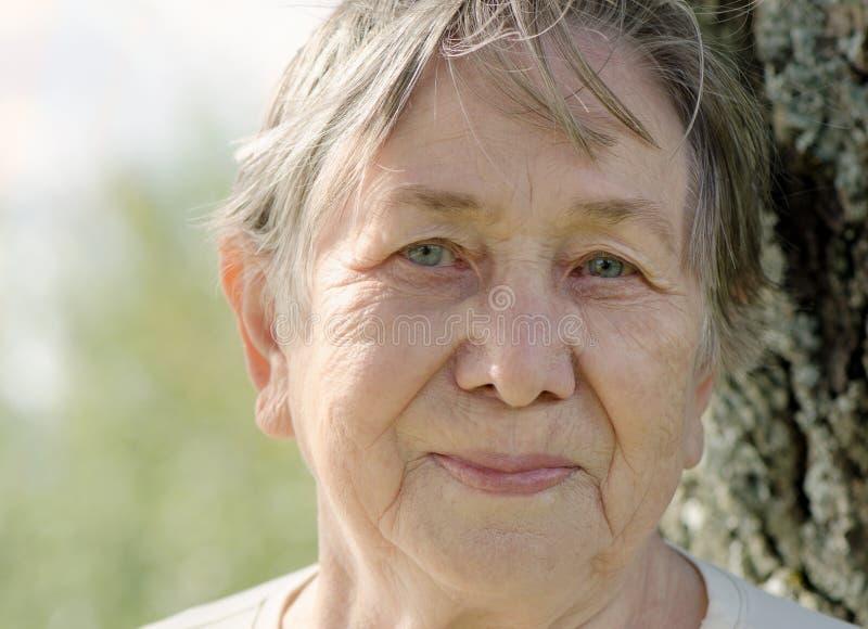 Het portret van de hogere vrouw royalty-vrije stock foto