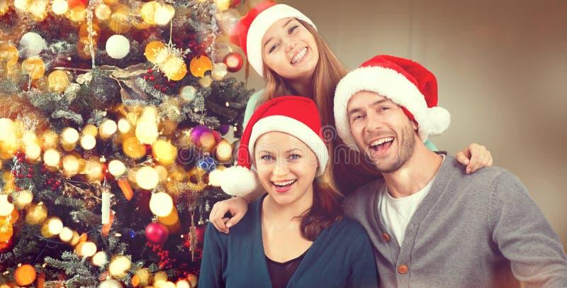 Het Portret van de Kerstmisfamilie Ouders met tienerdochter royalty-vrije stock fotografie