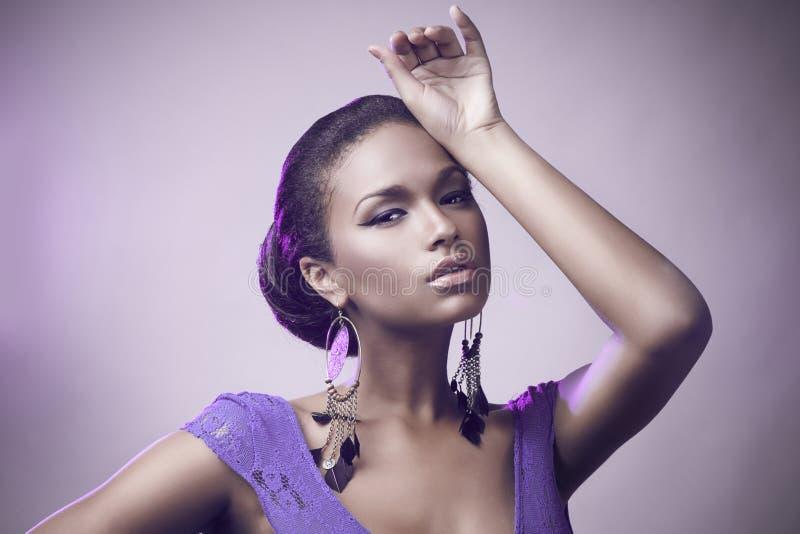 Het portret van de manier van mooie Afrikaanse vrouw stock foto