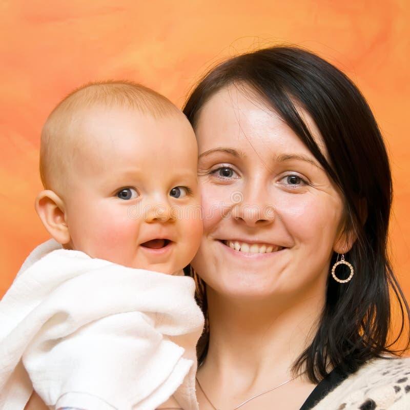 Het portret van de moeder en van de baby stock foto