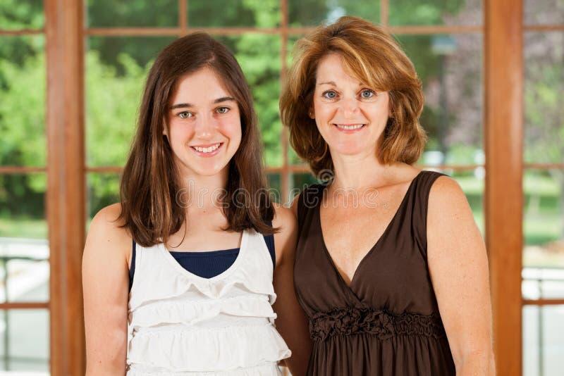 Het portret van de moeder en van de dochter royalty-vrije stock foto's