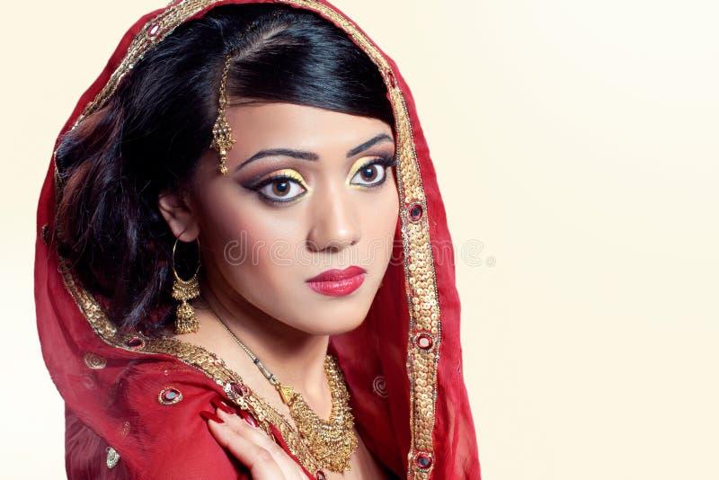 Het portret van de schoonheid van een jonge Indische vrouw stock afbeeldingen