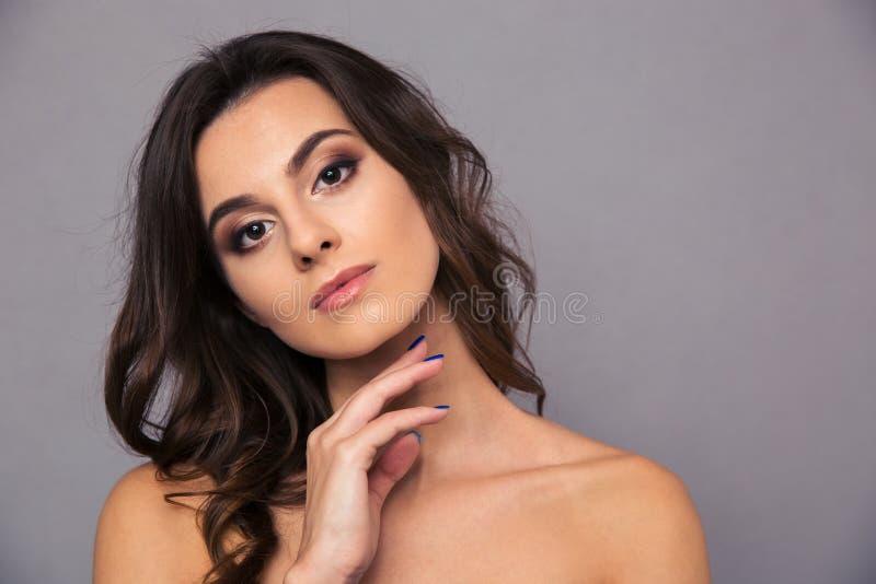 Het portret van de schoonheid van een jonge vrouw royalty-vrije stock afbeeldingen