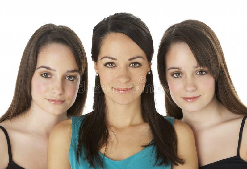 Het Portret van de studio van Drie Jonge Vrouwen stock afbeelding